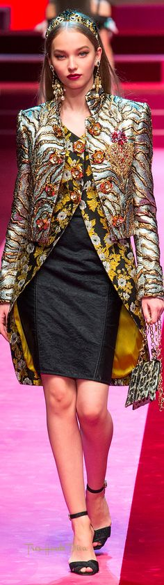 Dolce & Gabbana Spring 2018 RTW #MFW #ss18 gold and silver evening coat