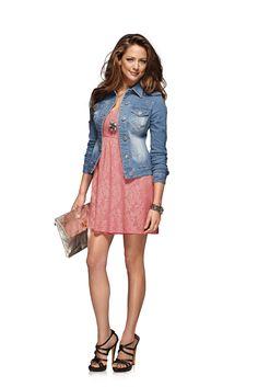 Кружевное платье лососевого цвета. Соблазнительный покрой бандо со съемными бретелями #quelle #trends #fashion #style #brands #lifestyle #dress