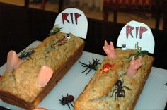 Graves :O I can do it with baguette pizza or carrot cake, for example. Noche Halloween, Recetas Halloween, Halloween 1, Fiesta Party, Carrot Cake, Carrots, Mexican, Ethnic Recipes, Food