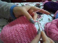 TUTORIAL-Crochet baby winter hat-Crosetam caciula copii cu codite Baby Winter Hats, Tutorial Crochet, Fingerless Gloves, Arm Warmers, Crochet Baby, Knitted Hats, Tutorials, Knitting, Fingerless Mitts
