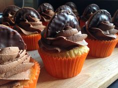 Chocolate and orange Jaffa Cake Cupcakes inspired by, and reminiscent of, the classic British biscuit.or is it really a cake? Easy Cake Recipes, Muffin Recipes, Cupcake Recipes, Yummy Recipes, Bride Cupcakes, Lemon Raspberry Cupcakes, British Biscuits, Jaffa Cake, Desserts With Biscuits