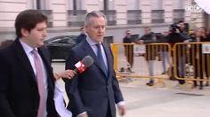 La policía esta investigando las extrañas circunstancias de la muerte de Miguel Blesa, expresidente de #CajaMadrid  http://www.ledestv.com/es/noticias/actualidad-politica/video/hallan-muerto-a-miguel-blesa-en-una-finca-de-cordoba-con-un-disparo-en-el-pecho/3707