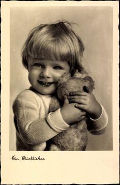 Postcard / Postcard A Happy Little boy with teddy bears, NPG 1326