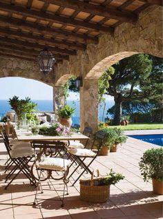 terrasse dekoration von haus mit panorama Outdoor DIY Projects - Inexpensive and Easy Ways to Improv Outdoor Rooms, Outdoor Dining, Outdoor Gardens, Outdoor Decor, Dining Table, Outdoor Patios, Design Exterior, Interior Exterior, Stone Exterior
