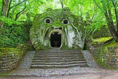 Beautiful Gardens. Bomarzo, Italy. In the late 1500s, Italian duke Pier Francesco Orsini was so heartbroken by the death of his wife, G... - Photo: CuboImages srl/Alamy