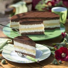 Three-day cake- Drei-Tage-Torte Preheat the oven to 190 ° C fan oven. Mix the butter and sugar until fluffy. Gradually stir in the eggs. A third of the batter in … - Easy Cake Recipes, Easy Desserts, Sweet Recipes, Baking Recipes, Dessert Recipes, Dessert Blog, Food Cakes, Bolo Diy, Sweet Bakery