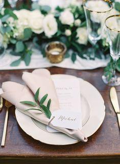 Photography: Christine Clark - undefined Event Planning: Lucia Events - undefined Venue: Hale Koa Estate - undefined Read More on SMP: /2018/01/29/elegant-oahu-wedding/