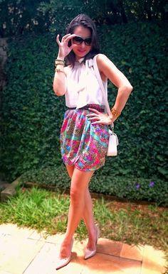 LOOK DO DIA ~ blog Perfila - estilo ladylike, saia de lenço, blusa de laço no pescoço, scarpin nude.