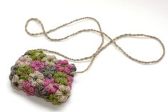 Crochet flower bag made from mollie flowers (tutorial link for flowers) Diy Crochet Flowers, Crochet Puff Flower, Crochet Diy, Learn To Crochet, Diy Flowers, Crochet Bags, New Yorker, Flower Bag, Crochet Accessories