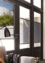 Rolgordijnen - Speciaal ontworpen voor deuren en draai- en kiepramen. Nano kan zonder boren of schroeven op het glas worden bevestigd. Positioneer de rolgordijnen op elke gewenste hoogte en reguleer uw privacy en het daglicht in huis.