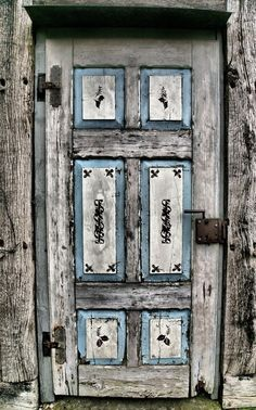 Old wooden door, entrance, doorway, beauty, cracks, weathered, aged, decay, details, ornaments, photo