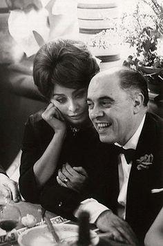 Carlo Ponti et Sophia Loren pendant le Festival de Cannes Carlo Ponti, Classic Actresses, Actors & Actresses, Classic Hollywood, In Hollywood, Sophia Loren Quotes, Kim Kardashian, Beauty Crush, Michael Weatherly