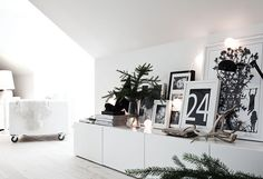 pure white contemporary Christmas decoration with touches of black and natural spruce - (Besta storage from Ikea) The Paper Mulberry: Living Room Interior, Home Living Room, Apartment Living, Living Room Decor, Living Spaces, Modern Interior Design, Interior Styling, Objet Deco Design, Home Decoracion
