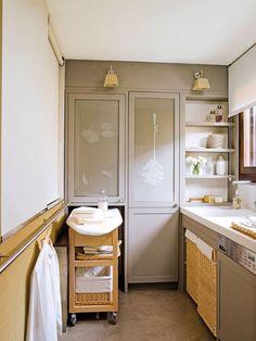 Cómo comprar un armario para planchar que no choque con tu hogar Lava E Seca, Utility Closet, Sewing Spaces, Laundry Room Organization, Laundry Rooms, Pink Houses, Tidy Up, Ideal Home, Rustic Style
