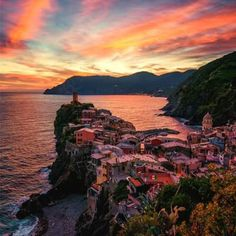 Sunset over the Cinque Terre www.songoitaliano.it