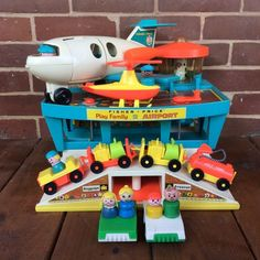 Vintage Fisher Price Little People Play Family Airport 996 Complete 1970s Toys, Retro Toys, Vintage Toys, Fisher Price Toys, Vintage Fisher Price, Childhood Toys, Childhood Memories, Antique Dresser Redo, Oldies But Goodies
