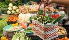 Nákupy bez igelitek: v supermarketu a teď i na farmářském trhu - Vitalia. Fresh Market, Farmers Market, Household, Veggies, Eat, Picnic, Food, Wicker Baskets, Diana