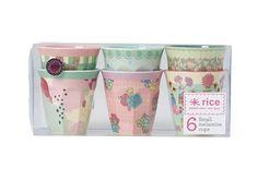Rice est une marque danoise d'accessoires pour la maison. Elle est surtout connue pour sa vaisselle en mélamine colorée. Les créateurs espèrent ainsi apporter un peu de couleur et de fun dans une maison.Assortiment de 6 gobelets en mélamine, à utiliser comme verre, ouaussi comme un pot de rangement pour des crayons, pour la salle de bains...