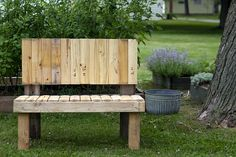 I simply must pimp the recycled-wood garden bench that my man put together yesterday.