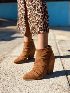 Stivaletti Texani Donna Primaverili Cuoio in Camoscio Traforato Bohemian Boots, Wedges, Booty, Ankle, Shoes, Fashion, Moda, Swag, Zapatos