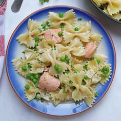 A simple creamy pasta dish made with salmon, frozen peas and cream. A great way to encourage get kids to eat fish and ready in just 15 minutes. The perfect mid-week family meal. Salmon Recipe Videos, Salmon Pasta Recipes, Creamy Salmon Pasta, Creamy Pasta Dishes, Salmon Dishes, Pasta With Salmon, Family Vegetarian Meals, Easy Family Meals, Kids Meals