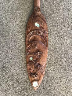 Dremel, Maori Words, Wooden Flute, Polynesian People, Maori Patterns, Maori Tattoo Designs, Maori Art, Native Style, Bone Carving