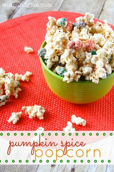 Pumpkin+Spice+Popcorn+that+is+simple+to+make+and+absolutely+irresistible!+via+ww.wineandglue.com