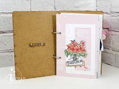 """Australe : #Tampons et #matrices de coupe #dies #4enSCRAP """"#Minialbum Souvenirs en fleurs"""" #scrapbooking Mini Albums, Photo Souvenir, Tampons Transparents, Tu Me Manques, Magnolias, Creations, Bouquet, Scrapbooking, Violets"""