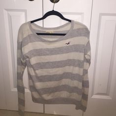 Hollister long sleeve White color is sorta faded Hollister Tops Tees - Long Sleeve
