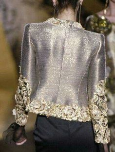 Womens Fashion - Valentino at Couture Fall 2005 - Details Runway Photos Style Haute Couture, Couture Details, Fashion Details, Couture Fashion, Fashion Design, Classy Outfits, Beautiful Outfits, Terno Casual, Elegantes Outfit