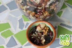 Zelf een trailmix maken Muesli, Granola, Healthy Snacks, Healthy Recipes, Superfood, Oatmeal, Kiwi, Paleo, Cooking Recipes