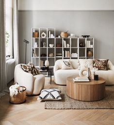 Hm home spring decor 2020 Living Room Designs, Living Room Decor, Bedroom Decor, H & M Home, Decoration Inspiration, Interior Decorating, Interior Design, Nordic Design, Mediterranean Style