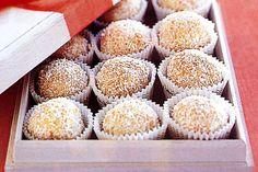 White chocolate truffles Peanut Butter Truffles, White Chocolate Truffles, Decadent Chocolate, Chocolate Treats, Truffles Recipe, Xmas Food, Christmas Cooking, Christmas Lunch, Christmas Goodies