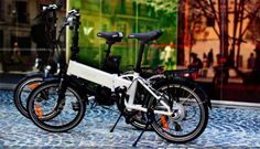 Legend e-Bikes  Legend e-bikes es una joven empresa que cuenta dos modelos plegables, Monza y Easy Roma. Dos modelos dotados de rueda de 20 pulgadas, motor en la rueda trasera de 250W. Las diferencias la encontramos en que la Monza cuenta con un cuadro con un diseño más moderno, y algo más ligero, 19 kilos frente a los 22 de la Roma. En cuanto a los precios, la Easy Roma está disponible por 949 euros, mientras que la Monza sube hasta los 999 euros.  Seguir leyendo…