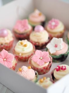 American B's Baptism / Romantic garden - Photo Gallery at Catch My Party Finnish Recipes, Garden Cakes, Most Delicious Recipe, Baptism Party, Party Cakes, Mini Cupcakes, Baking Recipes, Panna Cotta, Cheesecake