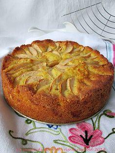 La torta di mele con il profumo del rum per effetto della macerazione della frutta in questo liquore è l'ultima ricetta di casa: strabuona! La cucina di ASI