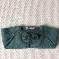 Esta chaqueta nos puede encantar, color de moda #hechopormiparati #kids #hechoamano Knitting For Kids, Baby Knitting Patterns, Baby Patterns, Cute Cardigans, Baby Sweaters, Cardigan Pattern, Baby Cardigan, Crochet Baby, Knit Crochet