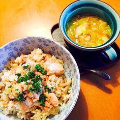 子供たちが名付けたフシギスープです。 野菜のスープなんですが、簡単なのに、なぜだか好評(^_^;) スープのみ簡単なレシピのせときます(^^;; - 38件のもぐもぐ - ガリバタチキンライスとフシギスープ by mikikobayav8S