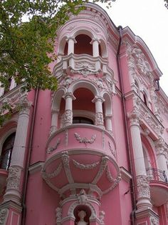 House Exterior Victorian Balconies Ideas For 2019 Pink Love, Pretty In Pink, Tout Rose, Pink Houses, Everything Pink, Beautiful Buildings, Palaces, Victorian Homes, Vintage Modern