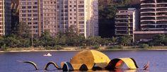 """Polêmica flutuante. A escultura """"Estrela do mar"""", de Tomie Ohtake, no tempo em que estava instalada na Lagoa Rodrigo de Freitas: removida para reforma, a obra desapareceu Foto: William de Moura/16-02-1989 / O Globo"""