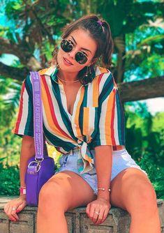 Camisa listrada: a peça básica que conquistou as it girls, Trendy Outfits, Summer Outfits, Look Star, Look Con Short, Girl Fashion, Fashion Outfits, Beach Fashion, Fashion Hair, Beachwear Fashion