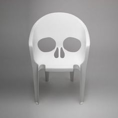 """""""Souviens-toi que tu vas mourir"""" by French studio Pool at Nouvelle Vague exhibition of French design in Milan (April / white plastic chair shaped like a skull by chelsea Lawn Chairs, Garden Chairs, Pool Chairs, Deck Furniture, Furniture Design, Skull Furniture, Modern Furniture, Atelier Theme, White Plastic Chairs"""