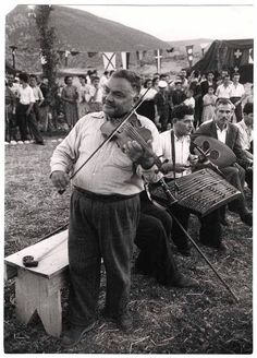CHIM (DAVID SEYMOUR) [Man playing violin and other folk musicians, Delphi, Greece, International Center of Photography Delphi Greece, Greece History, Greek Music, Athens Greece, Folk Music, Cool Eyes, Violin, Nostalgia, Old Things