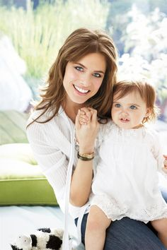 Amanda Peet and eldest daughter Frankie