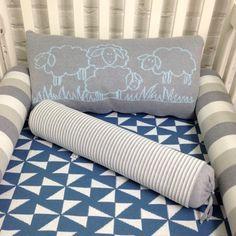 Kit berço 5 peças em tricot Carneirinhos V (azul e cinza) - PiLuLiTo