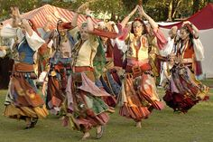 Romany Gypsy Dancers - 1819 by Peter J Howes - Photographer Gypsy Life, Gypsy Soul, Des Femmes D Gitanes, Larp, Gypsy People, Tango, Gypsy Women, Gypsy Living, Tribal Belly Dance