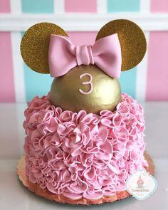 Minnie Mouse Birthday Cakes, Minnie Mouse Cake, 1st Birthday Party For Girls, Birthday Parties, Minnie Mouse Rosa, Cake Stencil, Golden Birthday, Mini Mouse, Disney Cakes