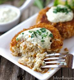 """Crab Cakes with Rémoulade Sauce: A recipe """"foolproof"""", simple and tasty… Worth your time & money. Guaranteed! #seafood #crabcakes"""