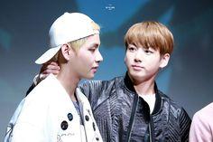 •161017 Sinchon Fansign || BTS WINGS | Jungkook & V #Vkook