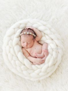 Newborn Baby Photography Los Angeles Celebrity Photographer Julie Rollins  I want to figure out how to make one of these nest!